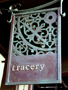 tracery-sign-0072